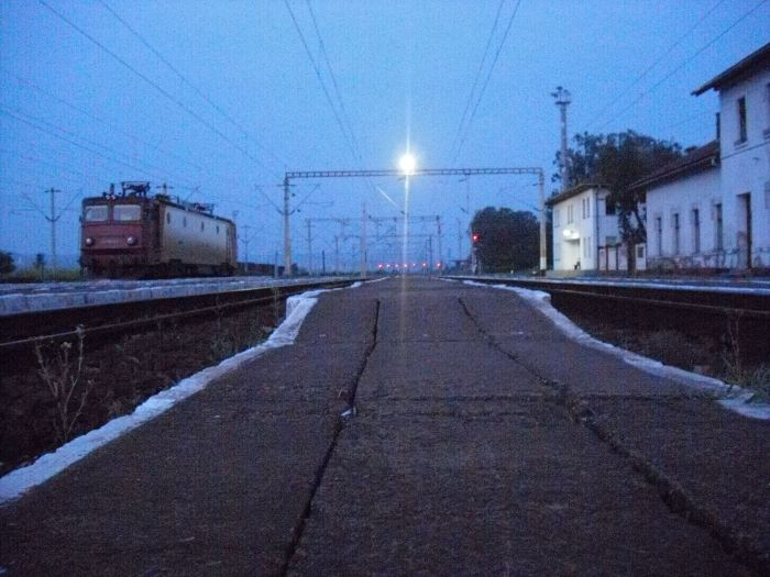 Lumière - Train - Chemin - Terre Inconnue